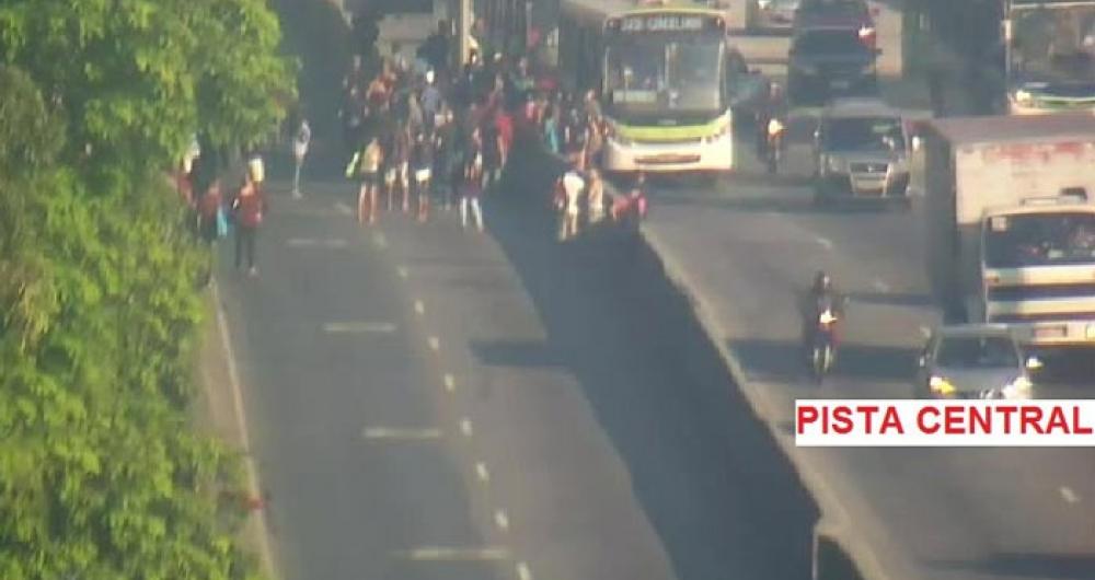 Manifestantes fizeram ato na Avenida Brasil