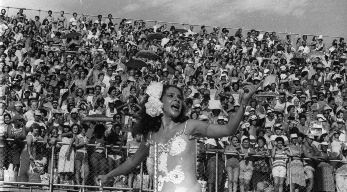Gal Costa desfilou no carro abre-alas da Imperatriz Leopoldinense no Carnaval de 1980. O enredo homenageou a terra da cantora: O que � que a Bahia tem?, cria��o do carnavalesco Arlindo Rodrigues. A escola foi campe�, empatada com a Portela e com a Beija Flor.