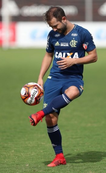 Everton Ribeiro teve boa participação nos dois últimos jogos e quer embalar na temporada