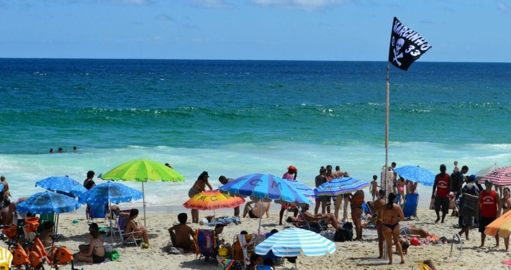 09/02/2018 - AG�NCIA DE NOT�CIA - PARCEIRO - Movimenta��o na Praia de Ipanema, Zona Sul do Rio, nesta sexta-feira de sol forte e calor na cidade