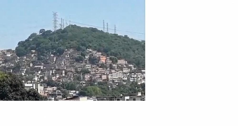 Milicianos e traficantes se enfrentam na Favela Bateau Mouche