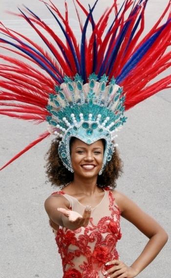 Musa da Uni�o da Ilha do Governador Rebecca Rolszt: estreia no posto e emo��o na avenida