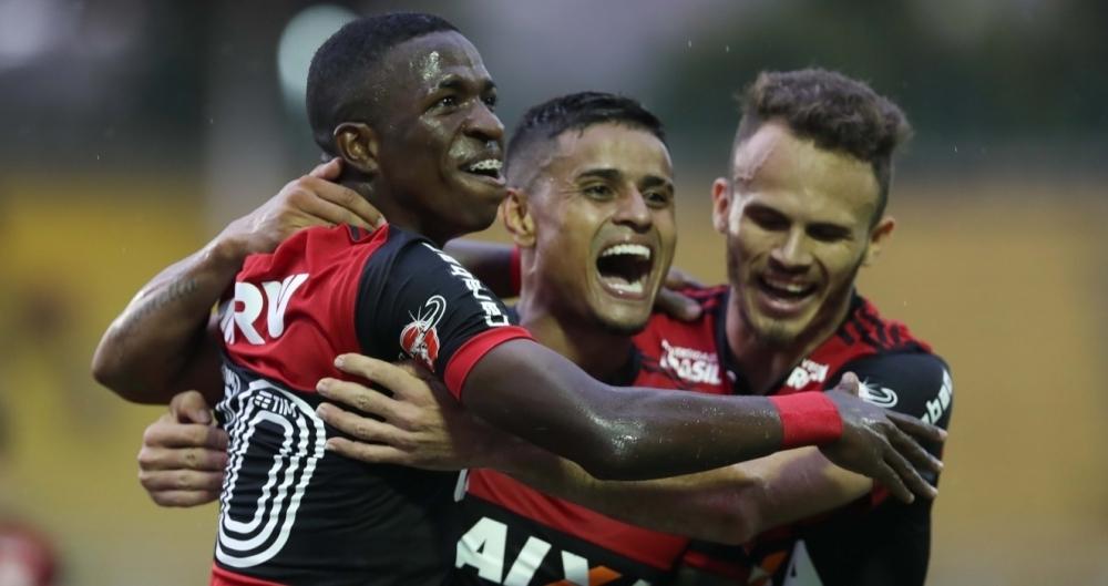 Everton, do Flamengo, comemora após marcar gol em partida contra o Botafogo