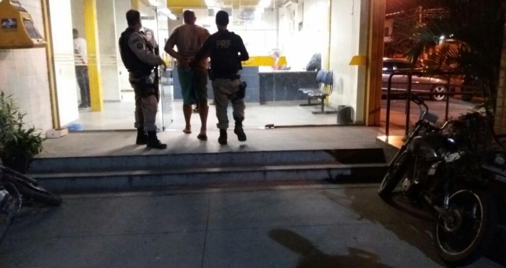 PRF prende dois homens transportando munições em carro na Dutra