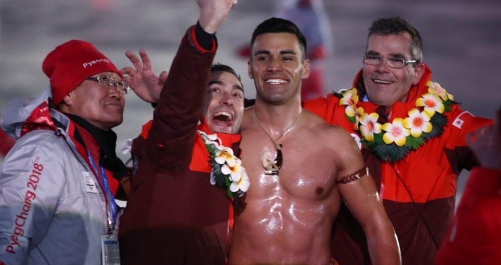 Quem a� se lembra do parrud�o de Tonga que, na Cerim�nia de Abertura dos Jogos do Rio, saiu a car�ter, todo besuntado? Pois Pita Taufatofua aprontou de novo, e desta vez na Olimp�ada de Inverno de PeyongChang. No Rio, veio de taekwondo; na Coreia, vai esquiar.