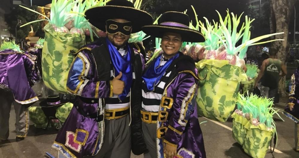 Dionathan Freire, 27 anos, motorista, e Carolina Nascimento, 24, chefe de escrit�rio, desfilam pela primeira vez na Unidos da Tijuca