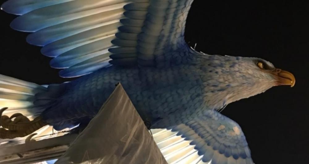 Tradicional Águia Gigante vem no desfile da Portela