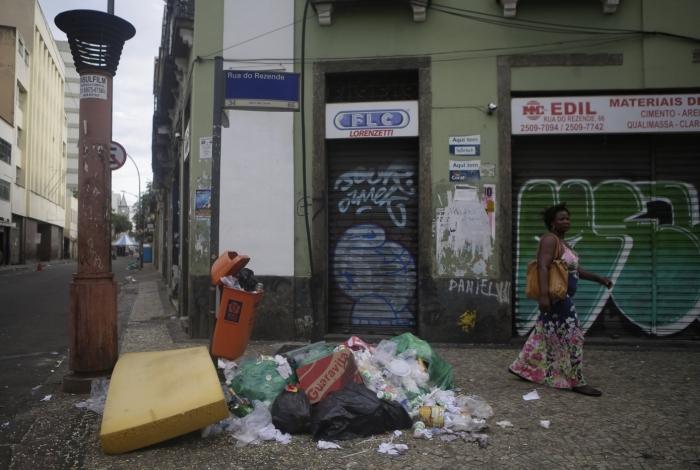 Muito lixo na Lapa após mais um dia de folia
