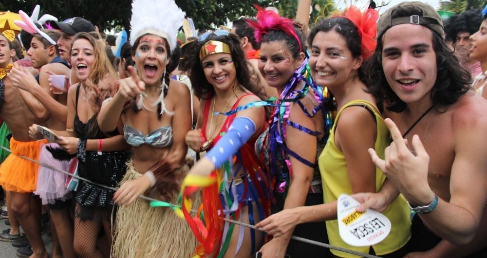 Foliões poderão aproveitar 52 blocos espelhados pelos bairros do Rio
