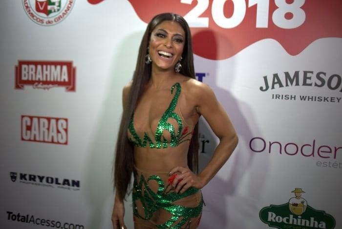 Juliana Paes no camarote da Grande Rio