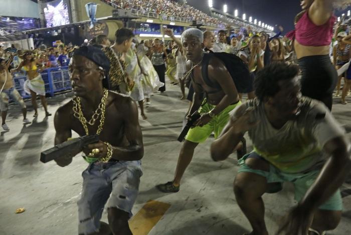 Uma crítica da Beija-Flor foi à violência a que a população está sujeita
