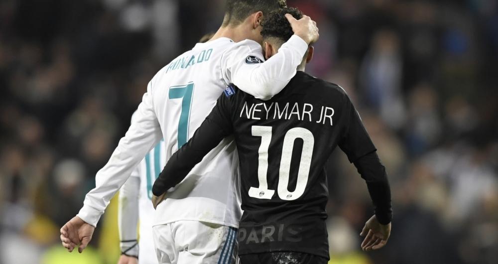CR7 consola um cabisbaixo Neymar após a virada do Real sobre o PSG