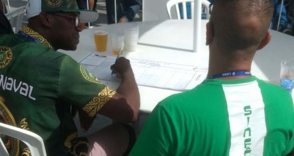 Integrantes da escola Imp�rio Serrano contabilizam notas no Samb�dromo