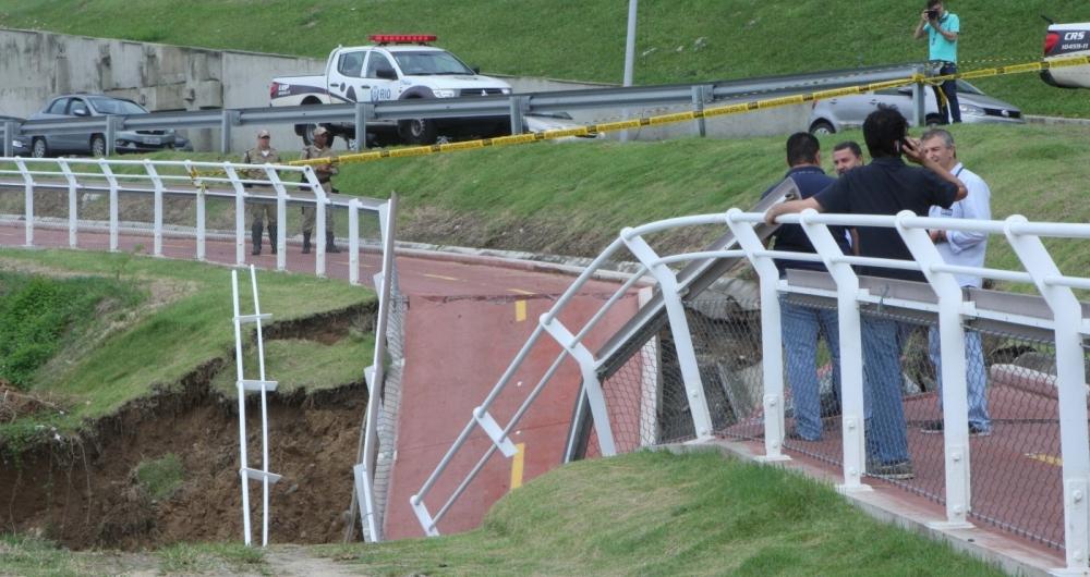 Cerca de 30 metros da Ciclovia Tim Maia, em S�o Conrado, cederam por causa de uma eros�o provocada pela infiltra��o da �gua da chuva