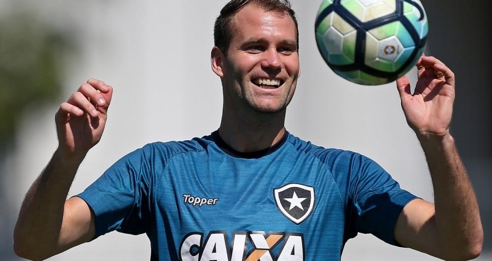 Carli � o xerif�o da zaga do Botafogo