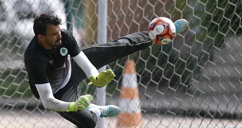 Goleiro Rafael faz a defesa durante o treino do Boavista no campo do CFZ, no Recreio dos Bandeirantes