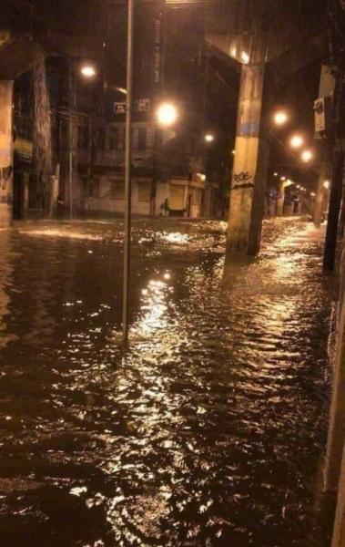Rua Bela, em S�o Crist�v�o, alagada ap�s a tempestade que atingiu a cidade