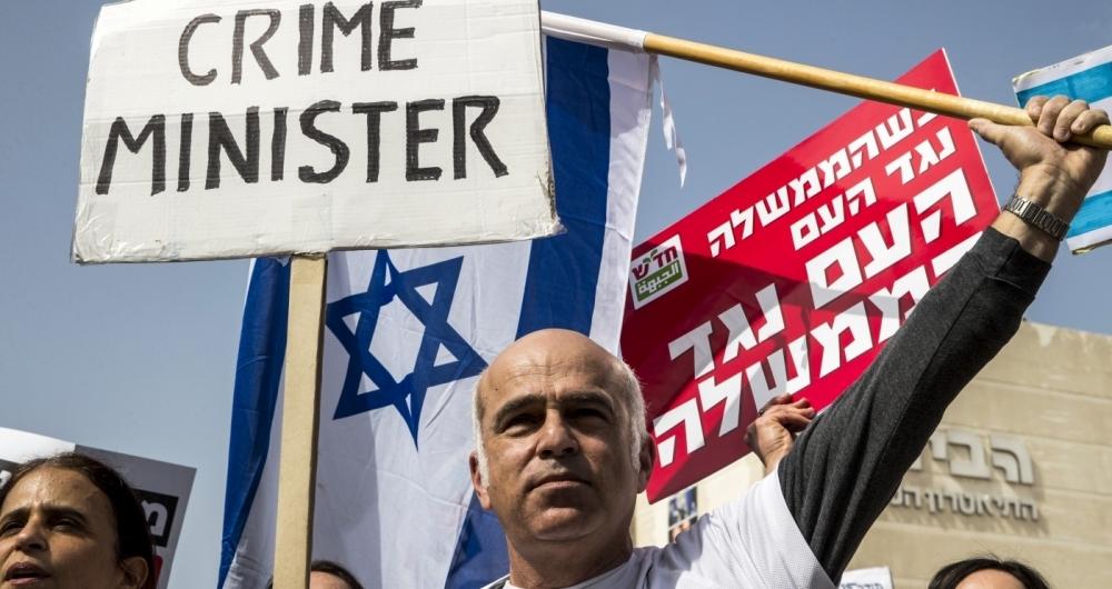 Milhares de israelenses se manifestaram nesta sexta-feira contra a corrup��o e pela ren�ncia do primeiro-ministro Benjamin Netanyahu