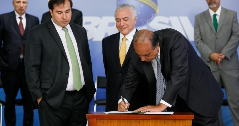 Bras�lia - Governador Luiz Fernando Pez�o durante cerim�nia de assinatura de decreto de interven��o Federal no estado do Rio de Janeiro, no Pal�cio do Planalto (Beto Barata/PR)