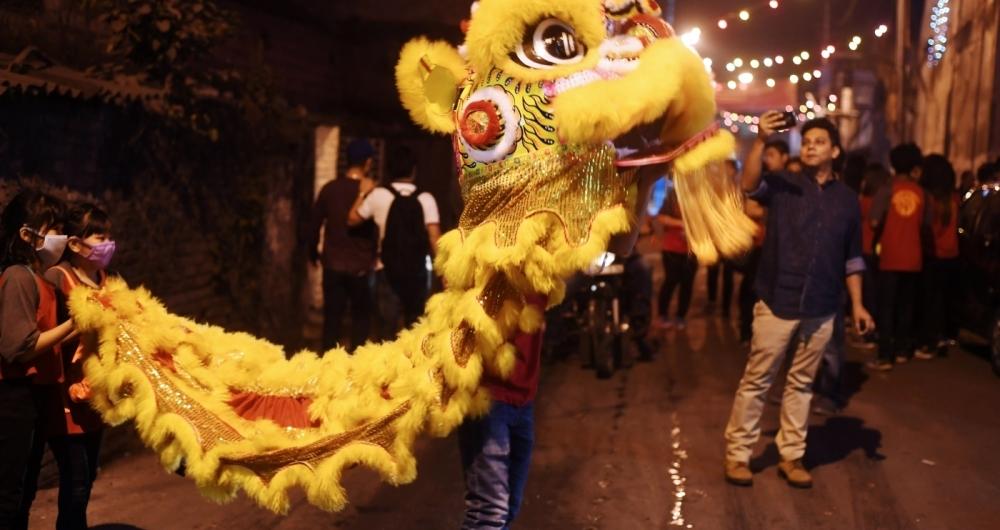 Chinese comemoram chegada do ano novo nas ruas de pequim