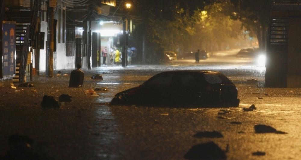 05/03/2013. Forte chuva na Cidade do Rio, Alaga ruas na Praça da Bandeira. Foto - Fernando Souza / Agência O Dia       CIDADE / CHUVAS / TEMPO / CLIMA / CAOS