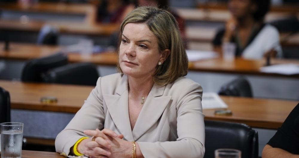 A tese de que a situa��o est� sendo usada pelo governo para desviar o foco da reforma foi endossada pela presidente do PT, senadora Gleisi Hoffmann (PR)