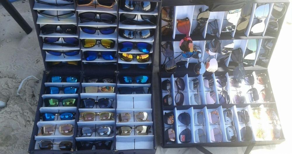 Guarda Municipal apreende mais de mil produtos com ambulantes sem autorização em praias das zonas Sul e Oeste