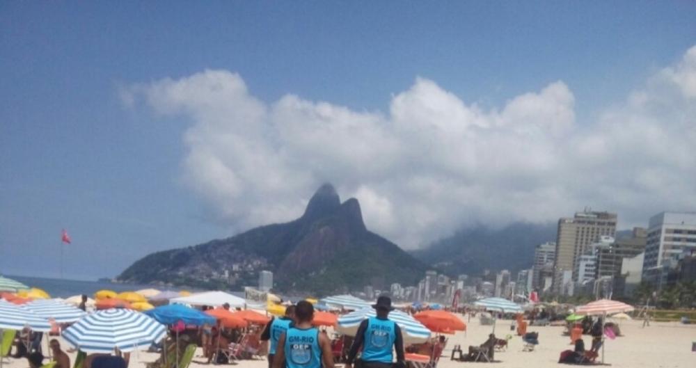 Barraqueiros de praia foram multados por irregularidades