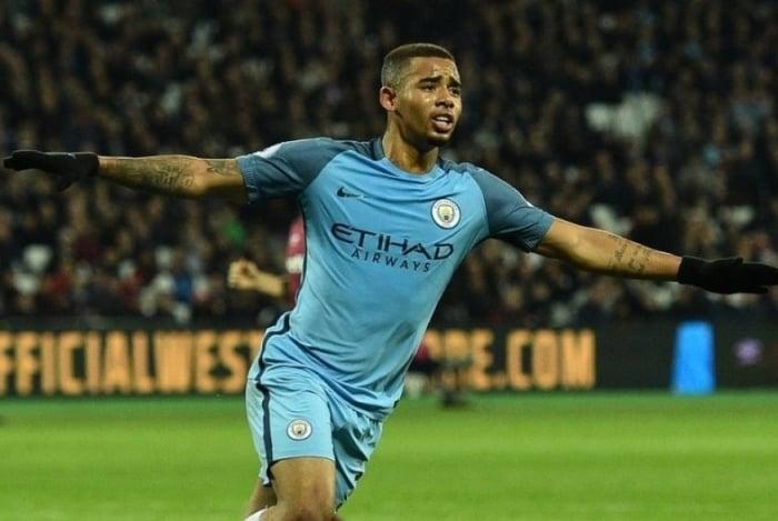 Gabriel Jesus com a camisa do Manchester City