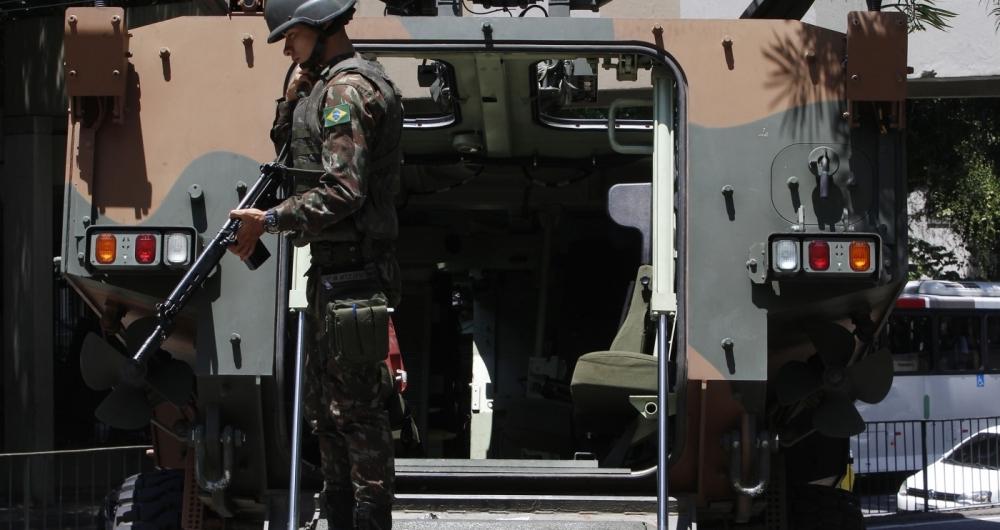 Número de apreensões de armas pelo Exército e Polícia Federal cai