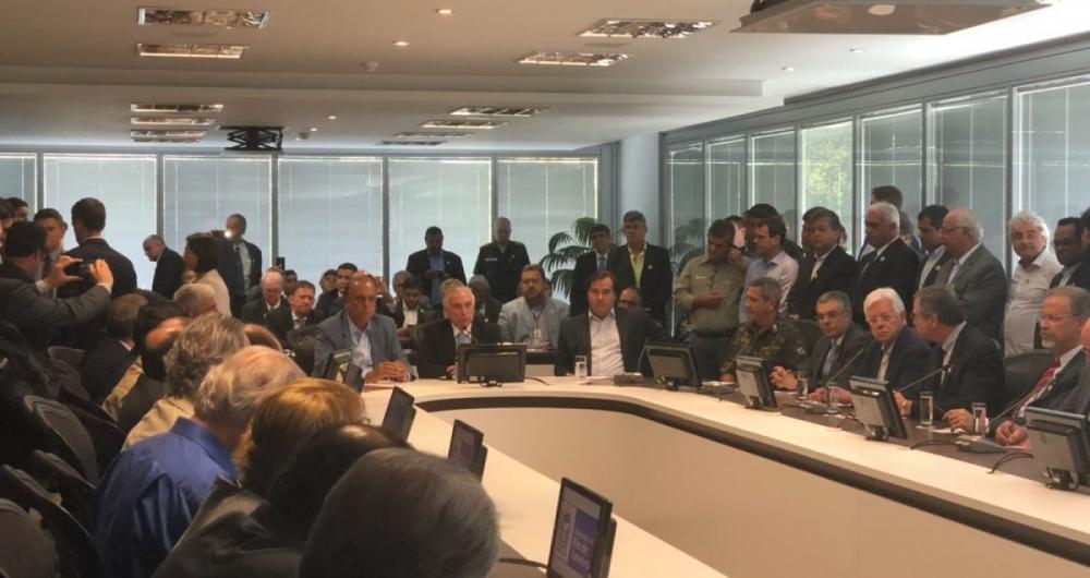 Reuni�o entre Temer, Pez�o e outras autoridades sobre a interven��o na seguran�a do Rio