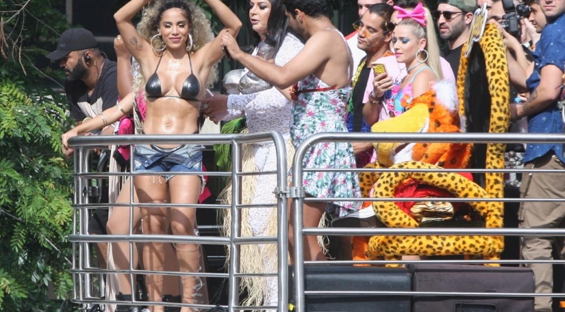 Diversos artistas estiveram presentes com Anitta no Bloco das Poderosas