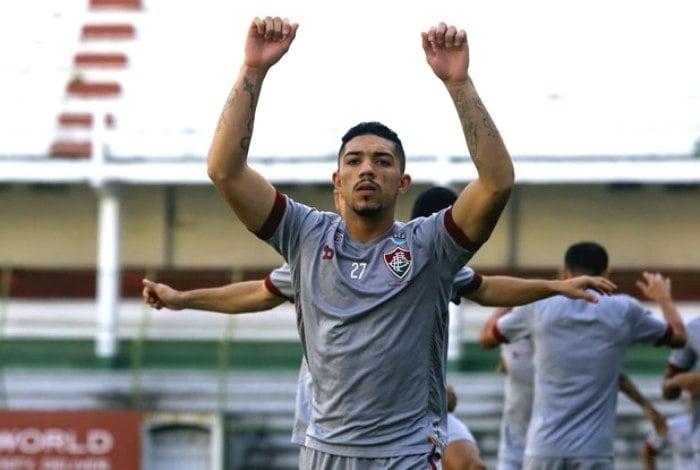 Douglas comemorou a volta ao time com gol: braçadeira de capitão e moral para bater pênalti