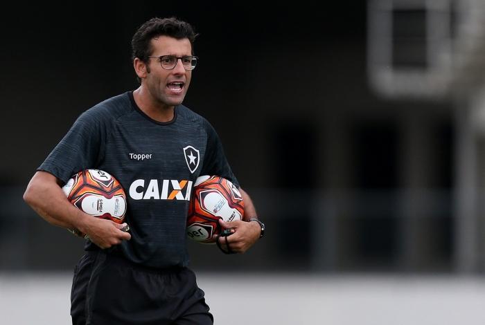 Alberto Valentim estreou bem no Fogão