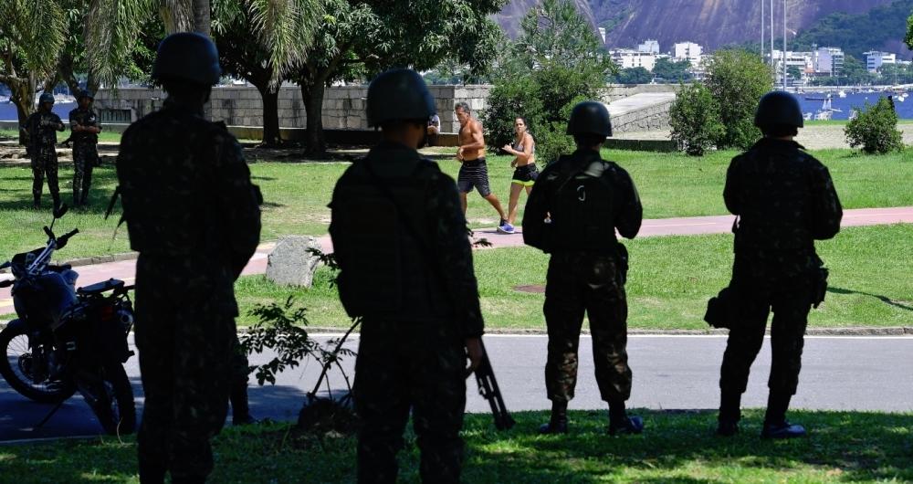 Militares patrulharam o Aterro do Flamengo por causa da visita de Temer no s�bado, dando ao carioca maior sensa��o de seguran�a