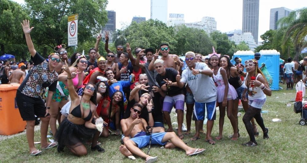 Milhares de pessoas vieram de vários pontos da cidade para o desfile do Monobloco, no Aterro do Flamengo
