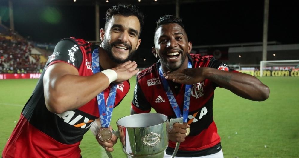 Dourado e Rodinei comemoram o título do Flamengo