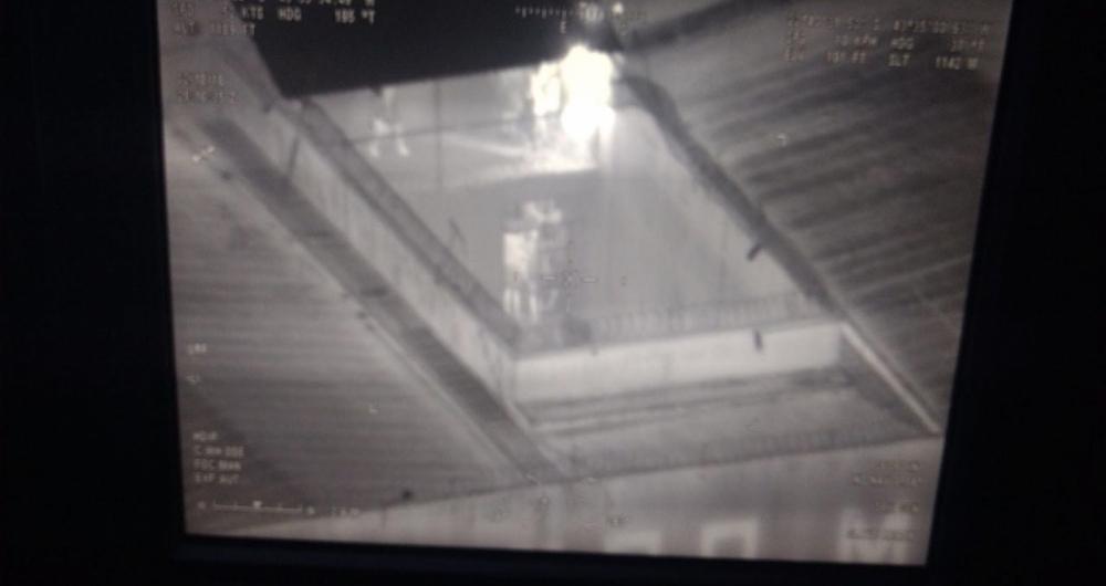 Imagem em infravermelho mostra presos circulando livremente no interior da Cadeia Pública Milton Dias Moreira, em Japeri, na Baixada Fluminense, durante rebelião em que agentes da Seap foram feitos reféns