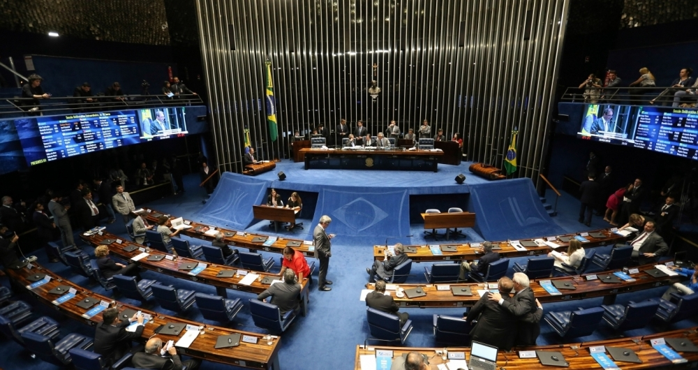 Senadores se reuniram em sess�o extraordin�ria na noite de ontem, para votar o decreto de interven��o