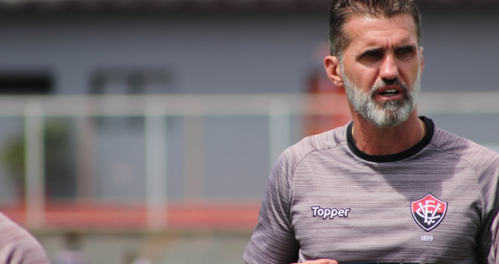 T�cnico do Vit�ria, Vagner Mancini comanda treino