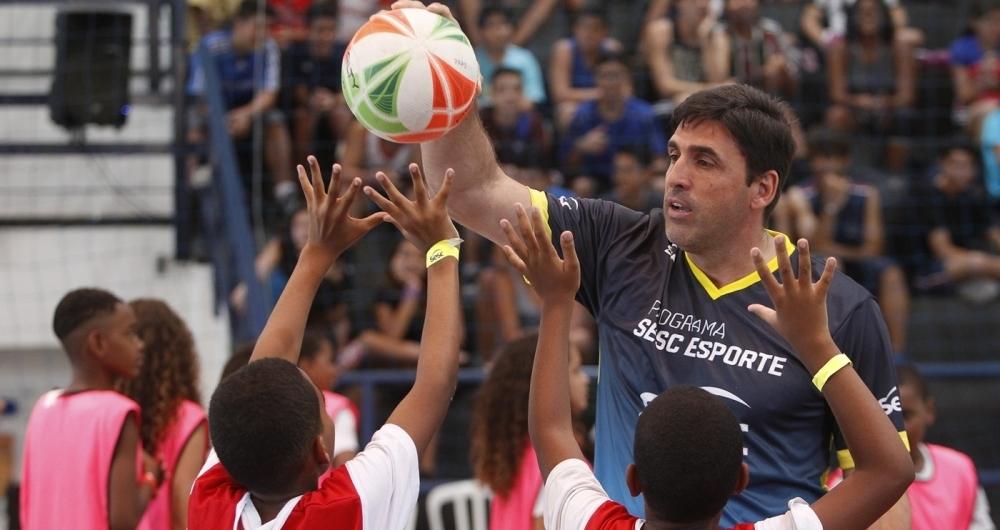 Técnico Giovane Gávio comanda o Sesc RJ, que faz bela campanha na Superliga