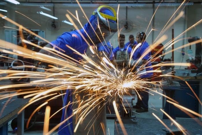 CNI: empregos na área industrial ficaram estáveis em março