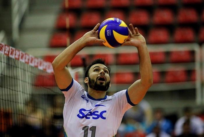 O levantador Thiaguinho, do Sesc RJ, ganhou elogios na última temporada e renovou com o time carioca