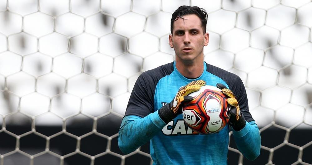 Gatito Fernández revela renovação com o Botafogo