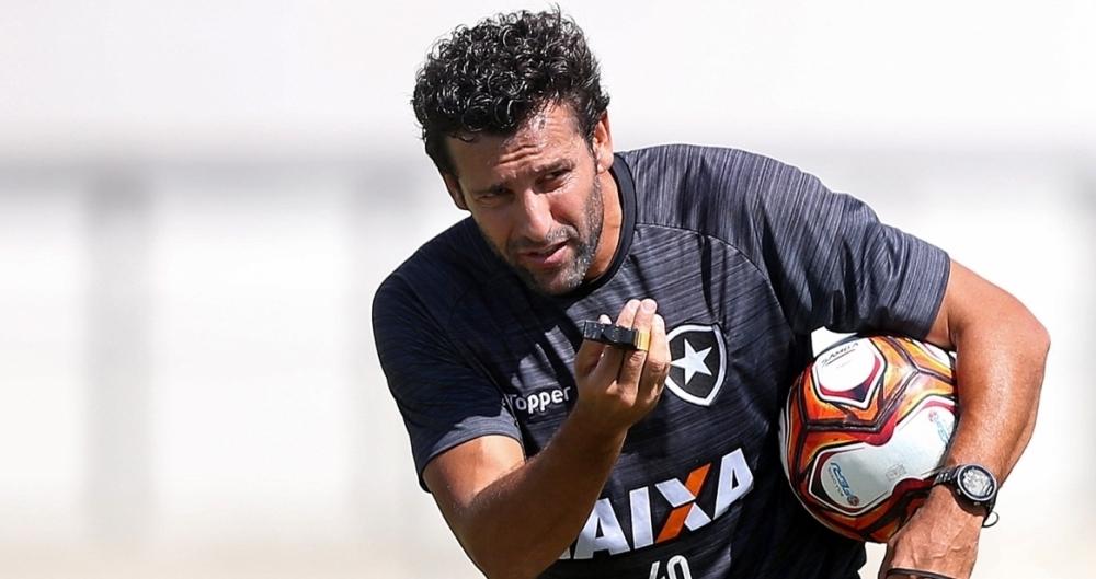 Alberto Valentim estreia com o desafio de recuperar a confiança do torcedor do Botafogo