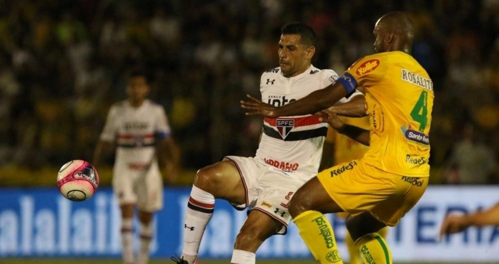 Diego Souza em ação pelo São Paulo