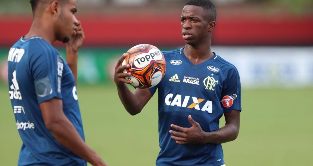 Vinicius Junior foi criticado por Zico
