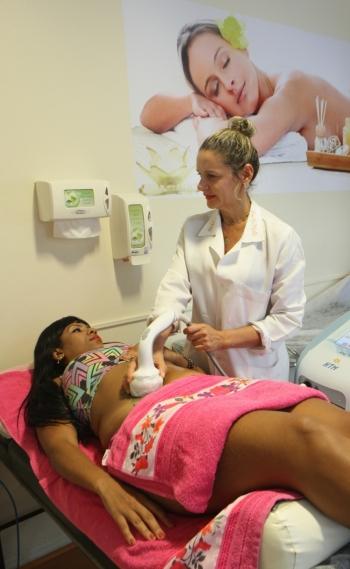 Ultrassom Microfocada age diretamente no tecido adiposo, eliminando a gordura localizada