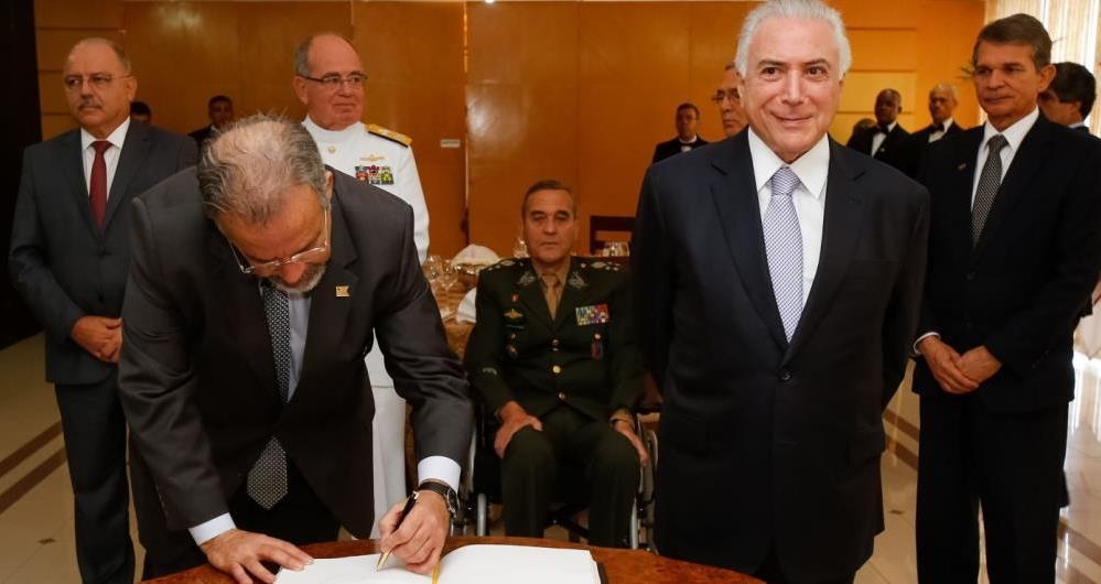 Bras�lia - O presidente Michel Temer e o ministro da Defesa, Raul Jungmann durante reuni�o do Conselho Militar de Defesa, no Minist�rio da Defesa (Marcos Corr�a/PR)