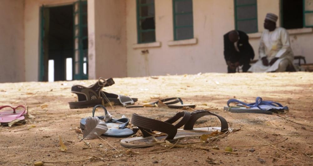 Sand�lias de alunas desaparecidas foram deixadas para tr�s durante sequestro